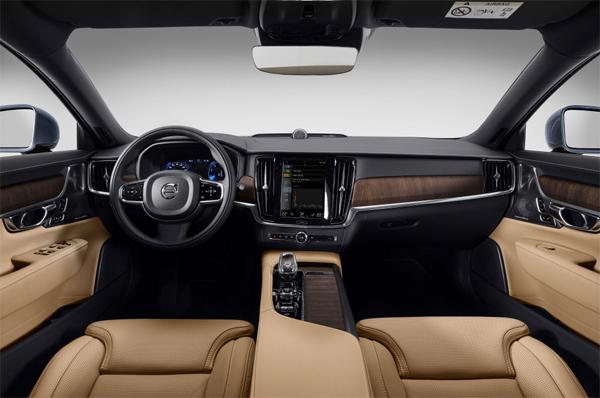 볼보자동차코리아가 국내에 공식 출시한 대형 플래그십 세단 S90 2세대 부분변경 모델 실내 모습. [사진 제공 = 볼보자동차코리아]