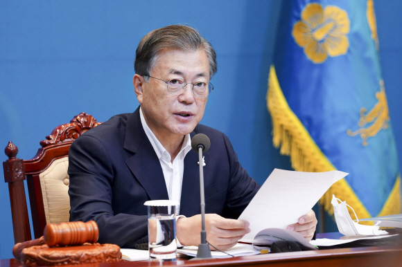 - 문재인 대통령이 22일 오전 청와대 여민관에서 열린 영상 국무회의에서 발언하고 있다. 2020. 9. 22 도준석 기자pado@seoul.co.kr