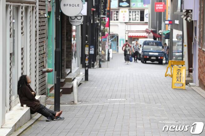 10일 오후 서울 중구 명동거리가 폐업한 상가들로 인해 한산하다. 2020.9.10/뉴스1 © News1 이성철 기자