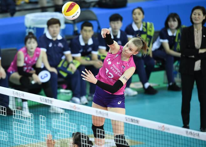 2020-21시즌에도 다시 핑크색 유니폼을 입게 된 루시아 프레스코. .(KOVO 제공)© 뉴스1
