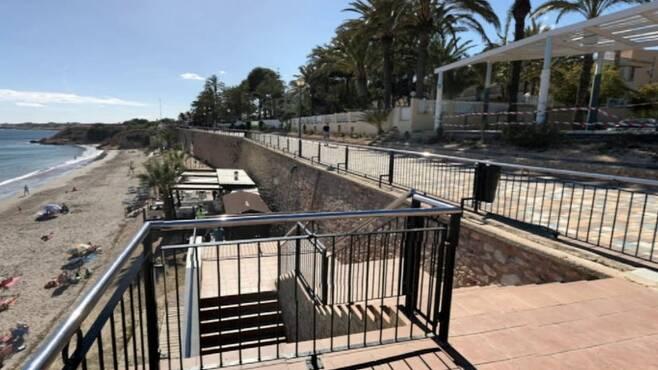 두 사람이 비극적인 사고를 당한 스페인 알리칸테 푼타 프리마 해안산책로의 모습.영국 BBC 홈페이지 캡처