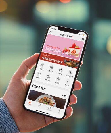 '라스트오더'는 가까운 음식점, 편의점, 마트, 백화점 등의 유통 기한 임박 상품과 마감 세일을 알려주는 모바일 앱이다. 매장에선 재고나 버려지는 음식 쓰레기를 줄이고 소비자들은 저렴한 가격에 다양한 식도락을 즐길 수 있다. / 라스트 오더