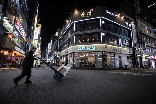 9월23일 저녁 서울 종로구 종각역 일대 거리가 예년과 달리 한산한 모습을 보이고 있다. [조영철 기자]