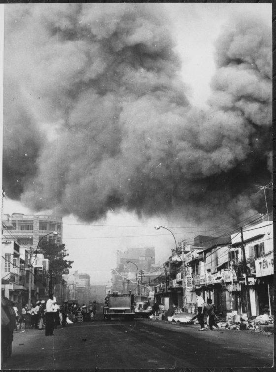 1968년 1월 북베트남과 베트콩 등 공산진영이 남베트남 여러 곳을 동시다발로 기습 공격한 구정 대공세 당시의 남베트남 모습. [위키피디아]