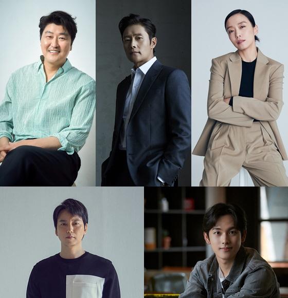 송강호와 이병헌, 전도연, 김남길, 임시완 등 '비상선언' 출연 배우들.