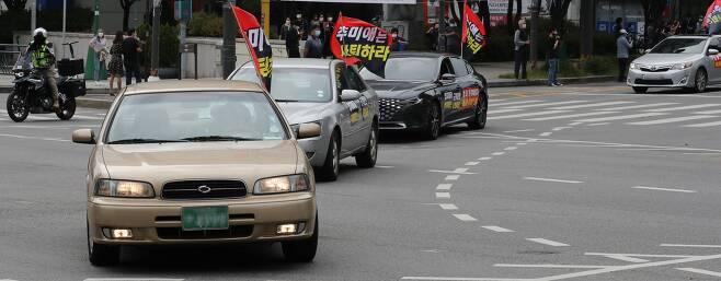 새로운한국을위한국민운동(새한국)이 주최하는 개천절 차량집회가 3일 오후 서울 강동구민회관 앞에서 진행되고 있다. 2020.10.03./뉴시스