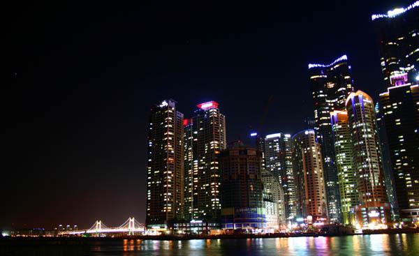 '제2의 도시' 자리를 두고 경쟁하는 부산과 인천의 대표적인 신시가지인 부산 해운대./ / 경향신문 자료사진