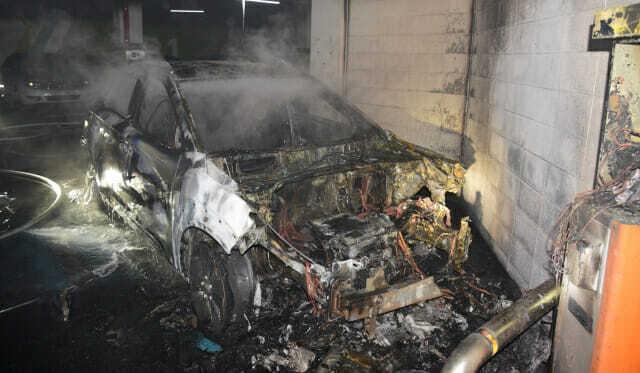 4일 오전 대구 달성군 한 아파트 지하주차장에서 코나 전기차 화재 사고가 일어났다. 화재 차량은 현재 전소됐고, 국립과학수사원이 현재 수사중이다. (사진=달성소방서 제공)