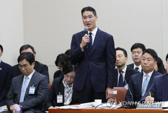 2019년 국감 출석한 존 리 구글코리아 사장.    연합뉴스