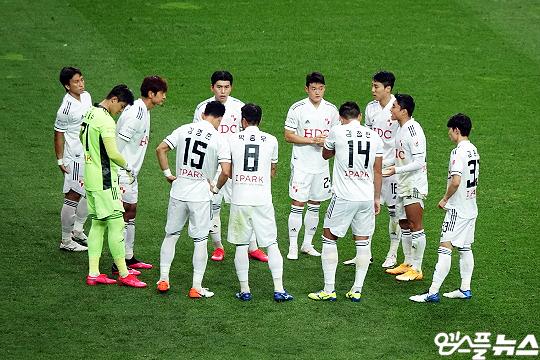 부산 아이파크 선수들(사진=엠스플뉴스 이근승 기자)