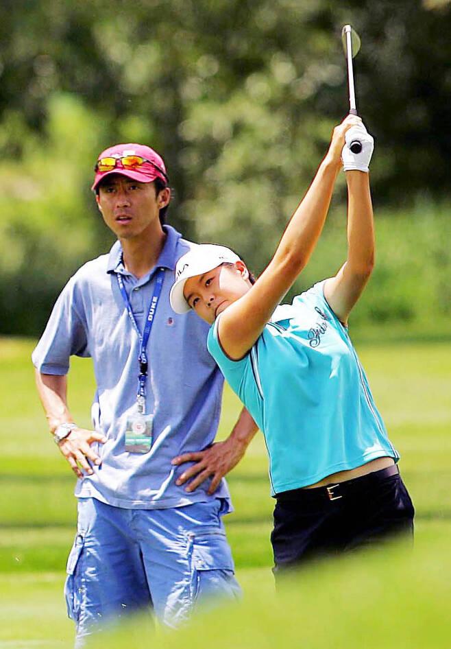 2005년 LPGA 투어 US여자오픈골프대회에 출전한 부인 한희원과 손혁 감독