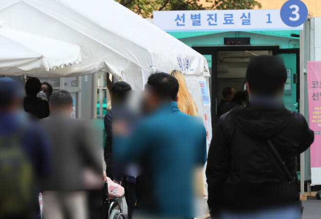9일 서울 중구 국립중앙의료원 선별진료소 앞/연합뉴스