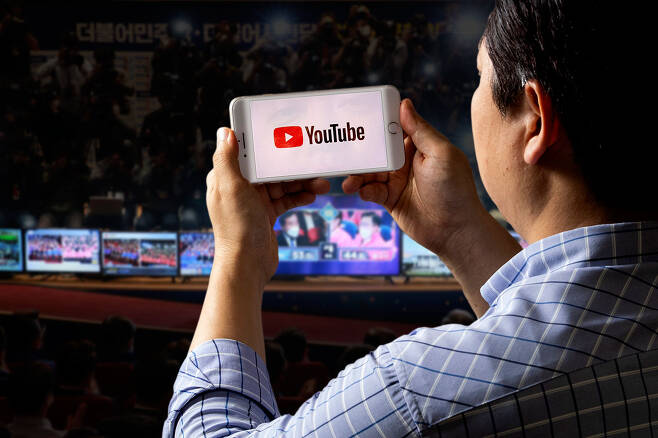ⓒ시사IN 조남진19~29세 응답자의 19.9%, 60세 이상의 응답자 9.3%가 유튜브를 가장 신뢰하는 언론매체로 꼽았다.세대를 넘나드는 대세다.