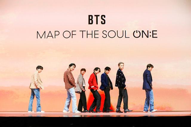 [서울=뉴시스] 세계적 그룹 '방탄소년단'(BTS)이 10일 오후 두 번째 온라인 콘서트 '맵 오브 더 솔 원(MAP OF THE SOUL ONE)'을 펼치고 있다. 2020.10.10. (사진=빅히트 엔터테인먼트 제공) 2020.10.10.   photo@newsis.com