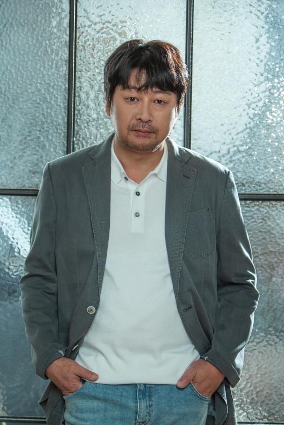 김윤석이 이순신 장군 역을 맡은 '노량' 투자배급을 에이스메이커가 맡는다. 이로써 김한민 감독은 이순신 장군 3부작을 각각 다른 투자배급사와 작업하게 됐다.