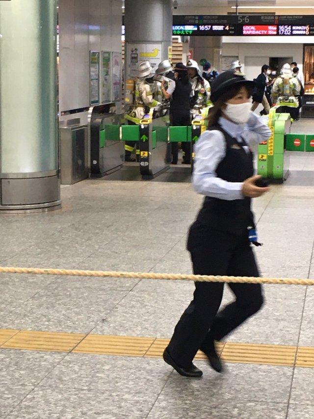이상 악취로 요코하마역 폐쇄 당시 모습. 트위터