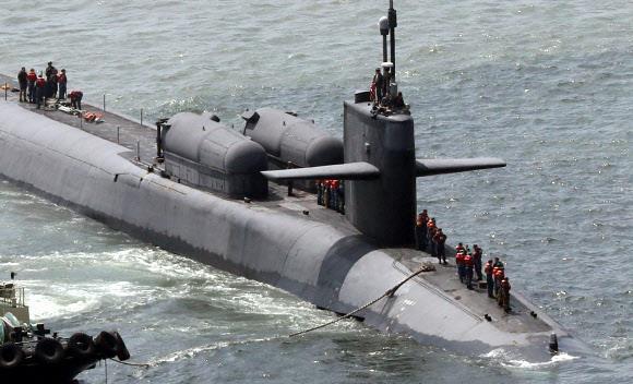 2016년 부산항에 입항한 미 핵잠수함 오하이오함. 길이 170m, 너비 12.8m 규모로 미 해군이 보유한 잠수함 가운데 가장 크다. 1600㎞ 떨어진 목표물을 타격할 수 있는 토마호크 미사일 154기를 탑재하고 특수전 대원을 태우고 수중침투하는 첨단장비도 보유하고 있다. 연합뉴스