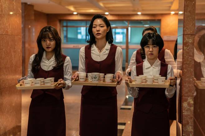 영화 '삼진그룹 영어토익반' 속 고아성, 이솜, 박혜수.