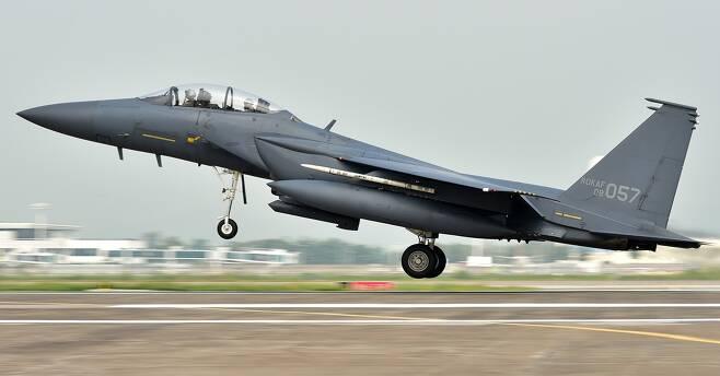 F15K가 출격하는 모습 공군 제공