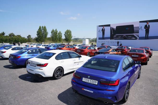 지난 5월 27일 BMW그룹은 인천 영종도 BMW 드라이빙센터에서 뉴 5시리즈와 뉴 6시리즈 그란 투리스모를 세계 최초로 공개했다.