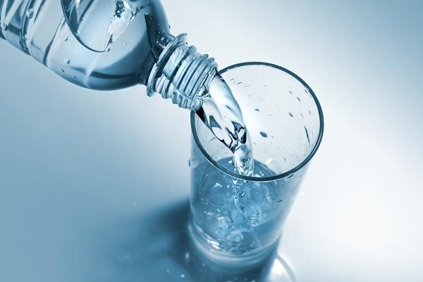 자기 한 시간~30분 전 물 한 잔을 마시면 다양한 건강 효과를 볼 수 있다./사진=클립아트코리아