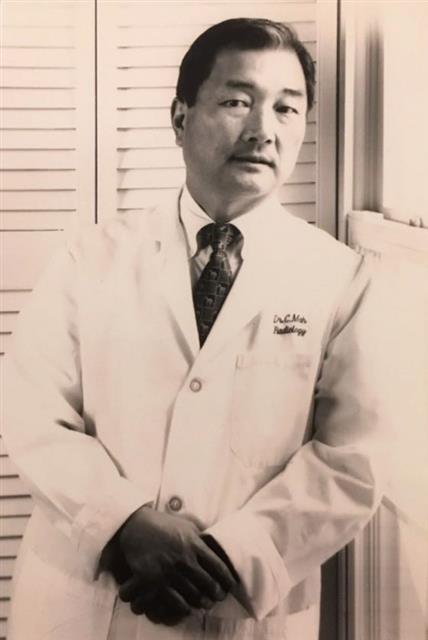 1966년 고국을 떠난 마종기 시인은 미국에서 55년째 의사로 일하고 있다. 사진은 1996년 모습.