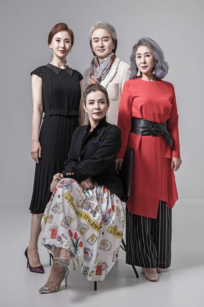 한국모델협회는 제2회 KMA시니어모델선발대회를 12월 10일 개최한다. 사진 왼쪽부터 지난해 수상자인 시니어모델 육세라, 리송(女), 이로익(男), 최애리.