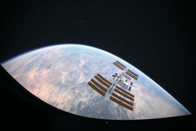 밀양아리랑우주천문대 천체투영관에서는 고화질 영상으로 실제 우주여행을 하는 듯한 체험을 할 수 있다. 한국관광공사 제공