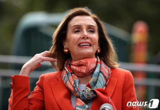 (샌프란시스코 AFP=뉴스1) 우동명 기자 = 낸시 펠로시 미국 하원의장이 9월2일(현지시간) 캘리포니아주 샌프란시스코에 있는 한 초등학교에서 기자회견을 하고 있다.  ⓒ AFP=뉴스1