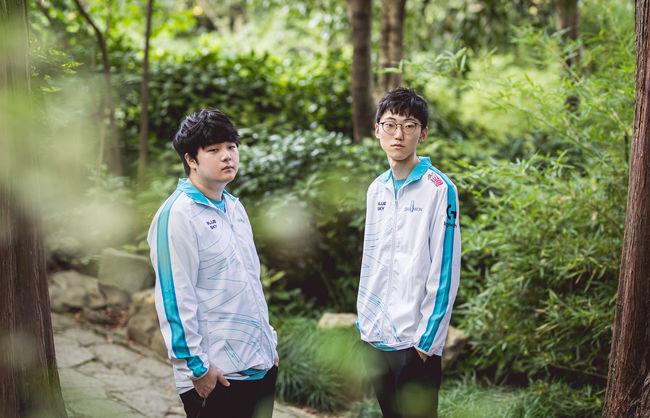 '캐니언' 김건부(왼쪽)와 '너구리' 장하권. /라이엇 게임즈 플리커.