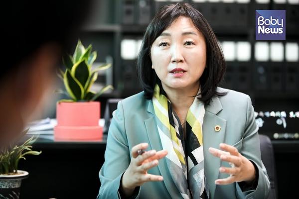 올해 7월부터 서울시의회 보건복지위원장으로 활동하고 있는 이영실 서울시의원. 최대성 기자 ⓒ베이비뉴스