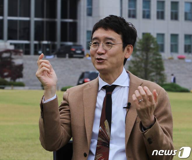 김웅 의원이 뉴스1과 인터뷰를 하고 있다.© 뉴스1 이길우 객원대기자