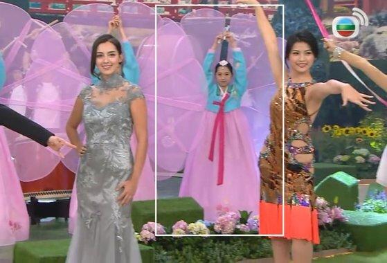 지난 8월 30일(현지시간) 열린 '2020 미스홍콩 선발대회'에서 후보들 뒤로 한복과 유사한 치마저고리를 입은 무용수가 등장해 논란이 됐다. [TVB 유튜브 캡처]