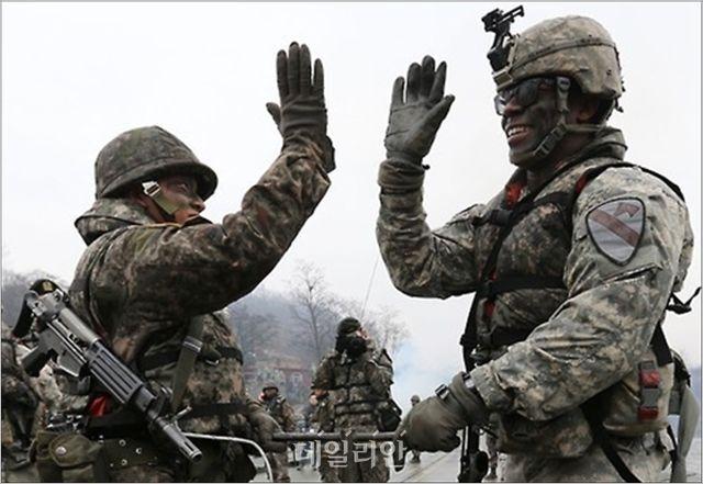 주한미군사령부가 파견한 제1공수특전단과 제75레인저연대가 한국 특수전사령부와 연합훈련을 하고 있는 모습(자료사진). ⓒ연합뉴스