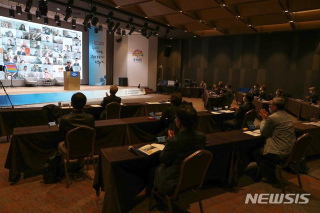 [홍성=뉴시스] 충남도 정책자문위원회 회의 모습