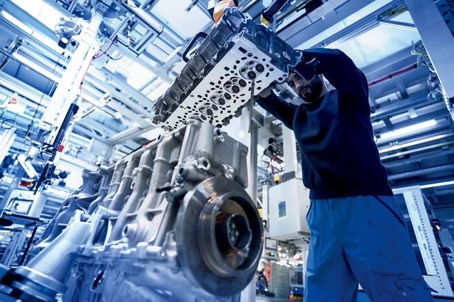 BMW는 직렬 6기통 엔진으로 유명하다./사진제공=BMW