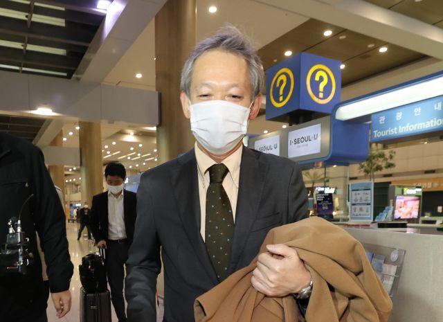 다키자키 시게키 일본 외무성 아시아대양주 국장이 28일 오후 인천국제공항 1터미널을 통해 입국하고 있다. 연합뉴스