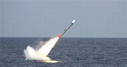 버지니아급 핵잠수함에서 발사되는 미 해군의 토마호크 순항미사일 [미 해군 제공. DB 및 재판매 금지]