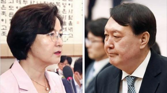 - 추미애 법무부 장관과 윤석열 검찰총장. 서울신문 DB
