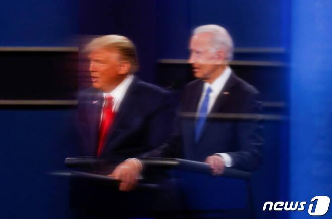 조 바이든 미국 민주당 대선 후보(사진 오른쪽)와 도널드 트럼프 대통령. © 로이터=뉴스1