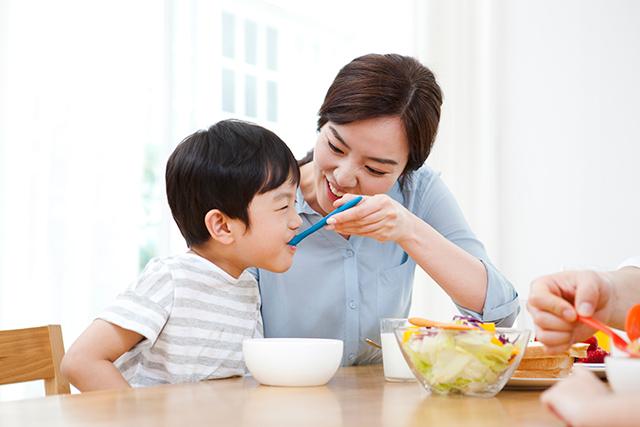 생활습관이 건강한 엄마의 자녀는 그렇지 않은 자녀보다 심혈관질환에 걸리지 않을 가능성이 크다는 연구 결과가 나왔다./사진=클립아트코리아