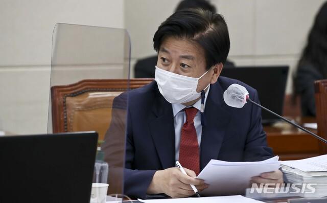 [서울=뉴시스]최동준 기자 = 더불어민주당 노웅래 의원. 2020.10.14. photo@newsis.com