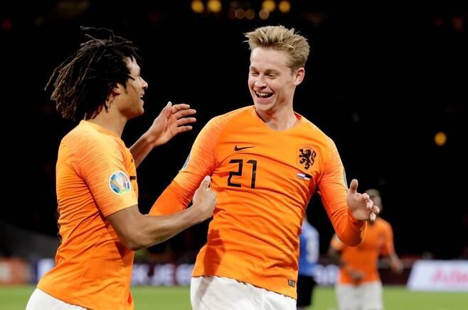 ▲ 프렝키 더 용을 앞세운 네덜란드 ⓒ네덜란드 축구협회 사회관계망서비스 갈무리
