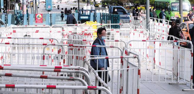 지난달 7일 오전 서울 종로구 광화문광장 일대에 집회 차단을 위한 펜스가 세워져 있다. 박해묵 기자/mook@heraldcorp.com