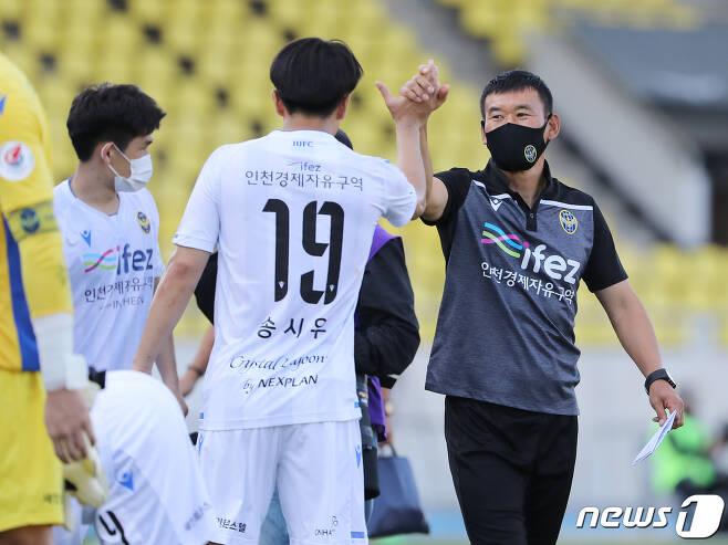 인천을 어렵사리 구해낸 조성환 감독은, 다시는 이런 어려움을 겪지 않겠다고 목소리를 높였다. © News1 김진환 기자