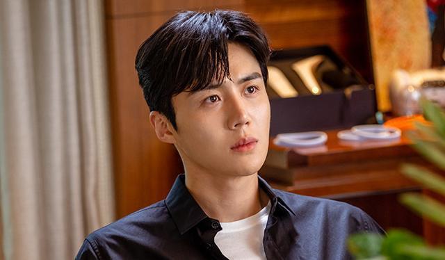김선호가 행복한 대세의 행보를 걷고 있다. tvN '스타트업' 제공