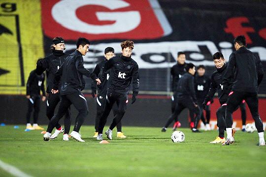 11월 17일 카타르와 평가전을 앞두고 훈련 중인 한국 축구 대표팀 선수들(사진=KFA)