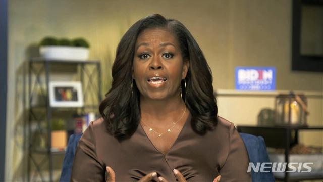 [AP/뉴시스] 버락 오바마 전 미국 대통령의 부인인 미셸 오바마 여사가 17일(현지시간) 화상으로 진행된 미국 민주당 전당대회에서 연설을 하고 있다. 2020.8.18.