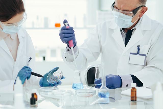 국내에서 코로나19 백신 위탁생산을 맡은 제약·바이오기업은 SK바이오사이언스와 GC녹십자 등이다./사진=게티이미지뱅크