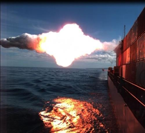 이동 해상 표적에 명중하는 미 해군의 토마호크 순항 미사일 [미 해군 제공. 재판매 및 DB 금지]